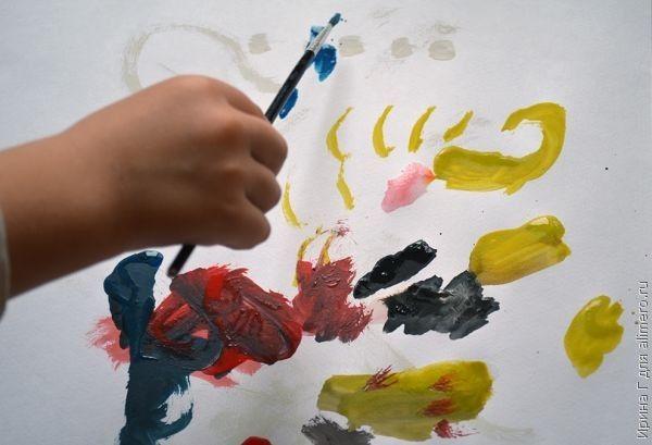 Как научить ребенка рисовать красками