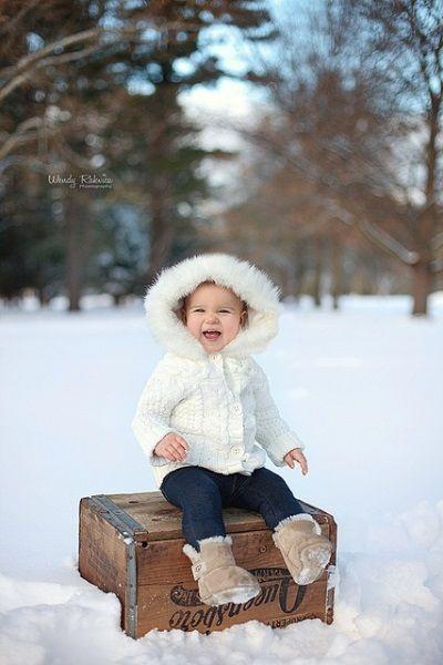 Рассмешить ребенка не трудно, но чтобы запечатлеть такие эмоции, возможно вам потребуется помощь ассистента или родителей.