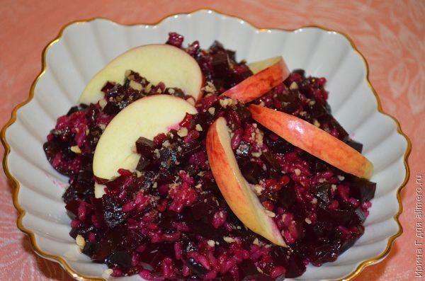Салат из свеклы с рисом и черносливом