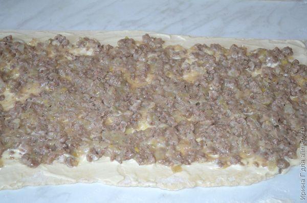 рулет с мясным фаршем из слоеного теста рецепт