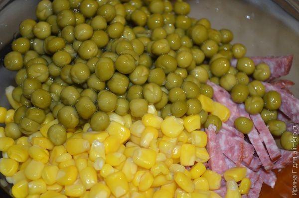 салат с фасолью, кукурузой и сухариками рецепт