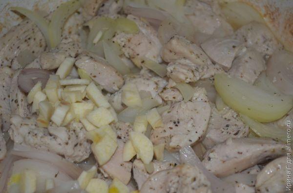 куриное филе в сметане с луком