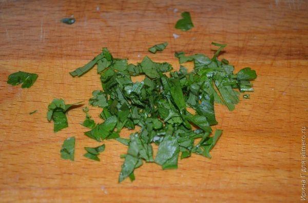 салат из квашеной капусты с кальмаром