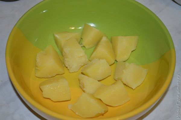 теплый картофельный салат с брынзой