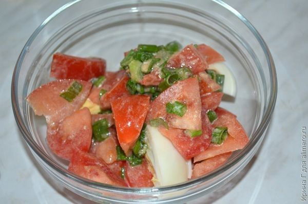 салат с помидорами и зеленым луком