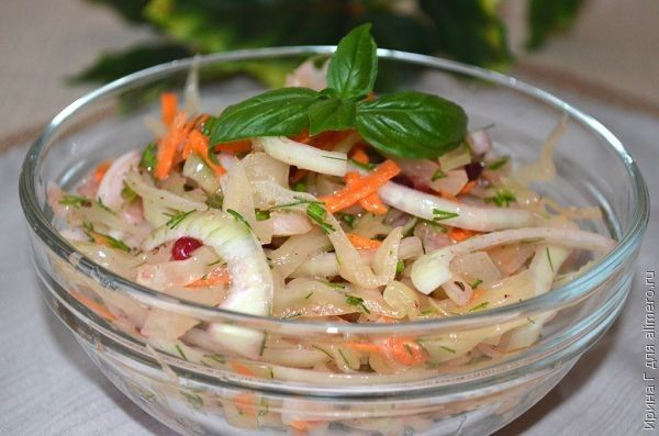 салат из квашеной капусты с брусникой