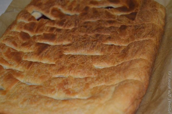 брусничный пирог из слоеного теста