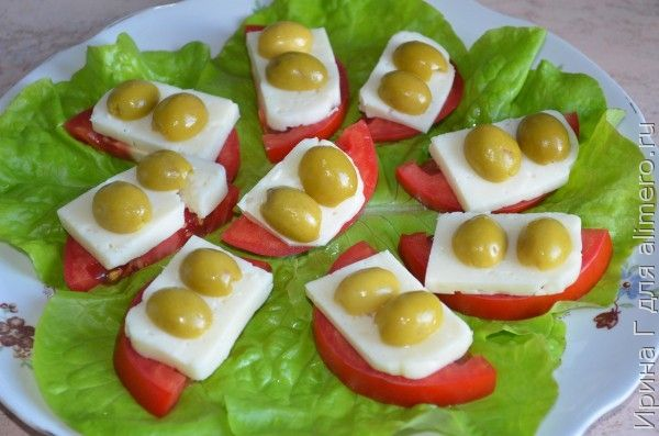 закуска из помидоров, брынзы и маслин