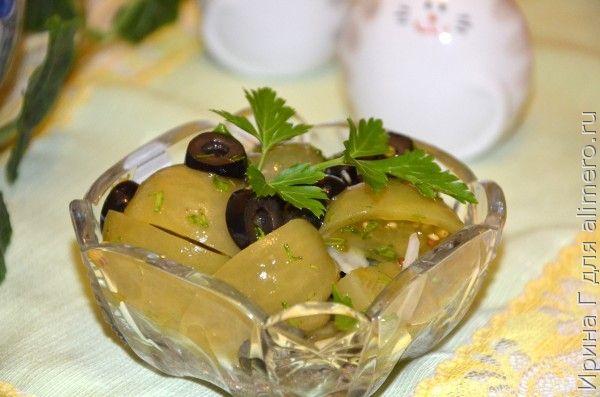 салат с маринованными зелеными помидорами и маслинами