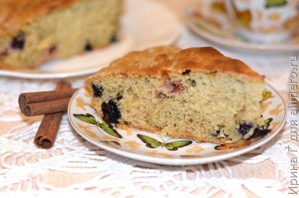 пирог с яблоками и лесными ягодами