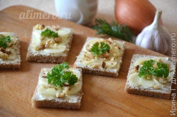 бутерброды с маслом и чесноком