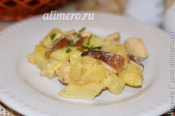 жаркое из курицы и белых грибов на сковороде