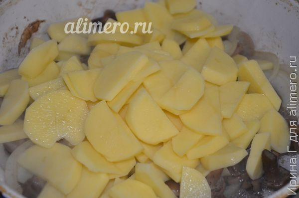 картошка с опятами на сковороде
