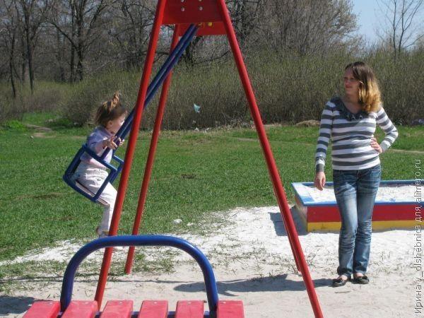 ребенок на площадке фото