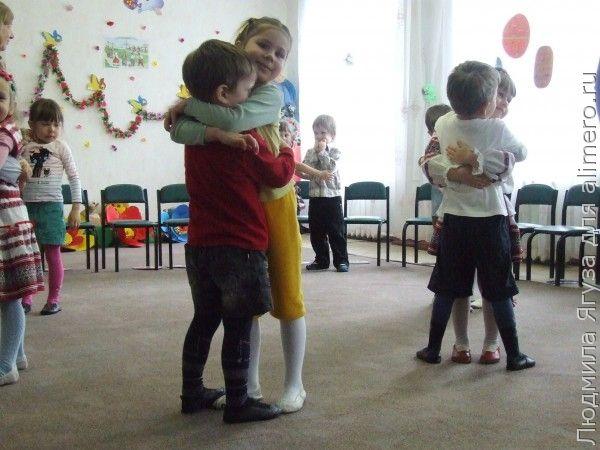 Отношения в семье на примере обнимашек