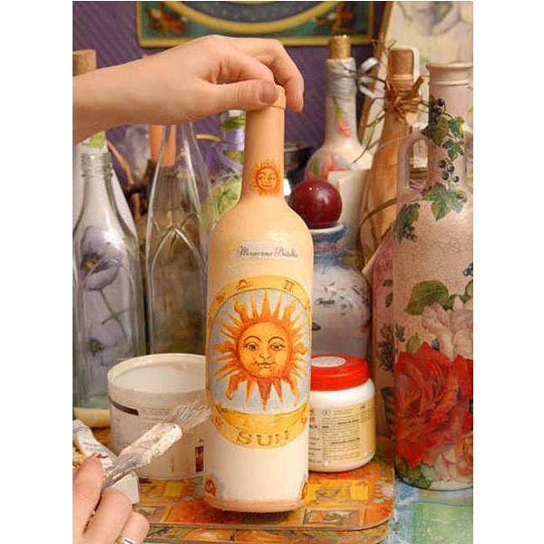 Декупаж на стекле - один из самых простых способов декорирования бутылок. Рисунок можно выбрать по вашему усмотрению.