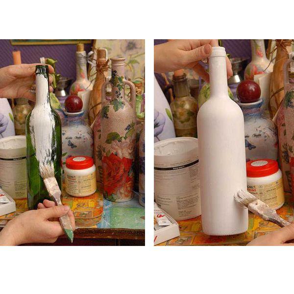 Покрываем бутылку грунтовкой - это первый слой. После высыхания покрываем акриловой краской.