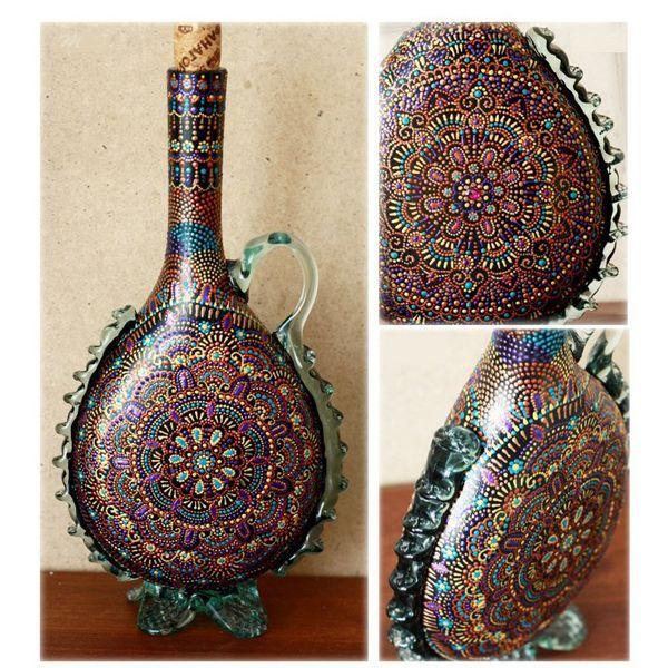 Роспись этой бутылки выполнена контурными красками. Перед началом работы не забудьте обезжирить поверхность бутылки.