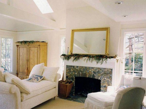 Камин в стиле модерн, хорошо будет смотреться в современном, каменном доме. В этом стиле используют разные виды поверхности, гармонично сочетая: шероховатые, гладкие, полированные фактуры.