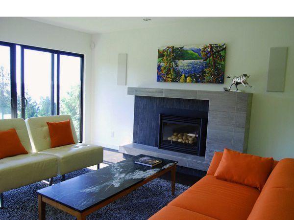 Огонь – символ домашнего очага, света и жизни. Он успокаивает, улучшает ауру помещения, дарит тепло и ощущение уюта. Так уж повелось, что с древних времен жизнь человека зависела от огня.