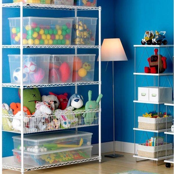 Даже в контейнерах для игрушек должен царить идеальный порядок. Особенно в прозрачных. И футбольные мячи должны лежать рядом со своими круглыми собратьями, и остальные игрушки должны гармонировать между собой.