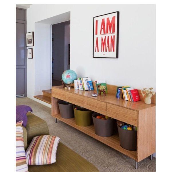 Цветочные горшки большого размера - удобное хранилище для игрушек небольшого размера. Главное - подобрать их по цвету.