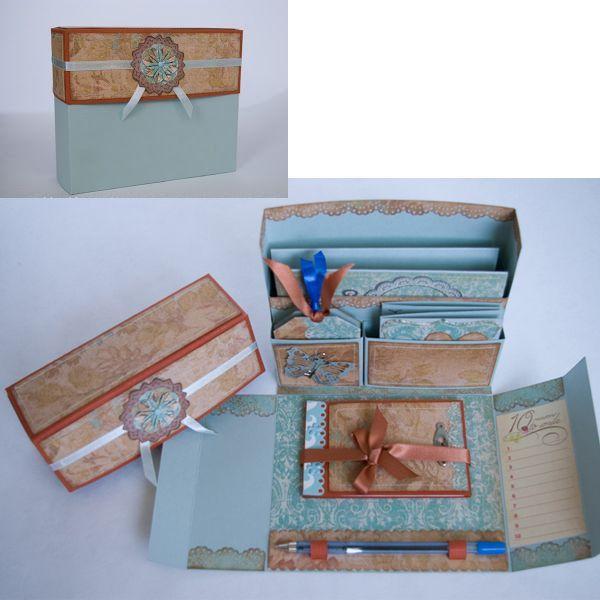 Такой органайзер подойдет для хранения милых сердцу открыток, записок и фотографий. Красиво украшенный, он может стать прекрасным подарком.