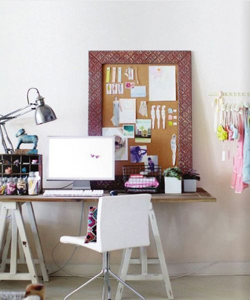 Помните, что каждая вещь на рабочем столе должна иметь свое место. Так, вы значительно ускорите рабочий процесс и повысите комфорт.  Лишних вещей быть не должно.
