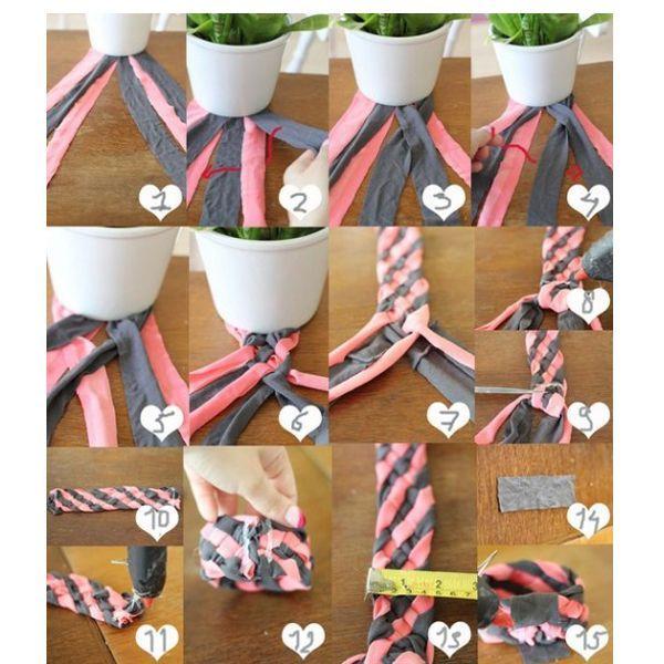 Плетите по схеме, показанной ниже, прострочите концы и спрячьте их за кусочек ткани. За считанные минуты браслет из старой футболки готов!