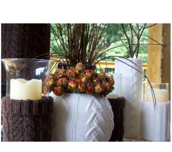 Такая ваза непременно станет украшением любого интерьера. Свитер можно выбрать по вашему вкусу: темный или светлый, однотонный или с узором.