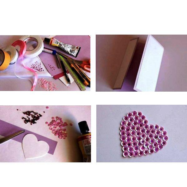 Начертите и вырежьте основу открытки по примеру, который показан на картинке. Для создания основы открытки мы взяли бумагу лилового цвета. Затем вырежьте еще одну заготовку меньшего размера, которую мы будем наклеивать на основу открытки.