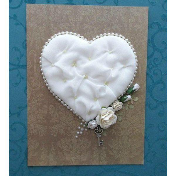 Такую открытку можно подарить на свадьбу, годовщину совместной жизни. Можно использовать сердце для декора подарочной коробки для молодоженов.