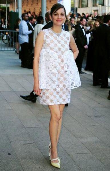 Марион Котийяр. 39-летняя французская актриса театра, телевидения и кино. Мне она запомнилась по фильму «Жизнь в розовом цвете», в котором она играла Эдит Пиаф. За нее она получила «Оскар».