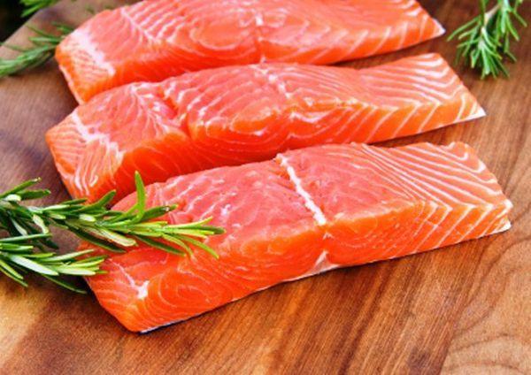 Семга. Употребление в пищу всего 100 граммов жирной рыбы (семги или форели) 4-5 раз в неделю полностью покрывает потребность организма в омега-3 жирных кислотах, необходимых для правильного функционирования нервной системы и обмена веществ.
