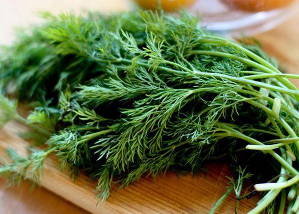 Зелень, полезная наша, куда без нее! У укропа и петрушки низкая калорийность: около 40 ккал. Так что в салаты можно рубить смело.