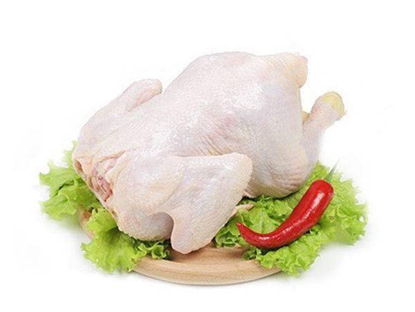 Нежирная курица. Ее калорийность обычно от 150 до 200 ккал, что на фоне других видов мяса довольно низко.