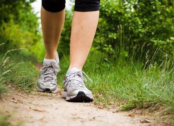 Свежий воздух минимум 1 час в день. Самый лучший вариант: длительные пешие прогулки в любое время года. Лучше в активном темпе.