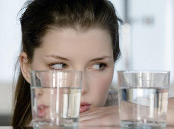 Перед каждой едой и перекусом выпивать по стакану воды.