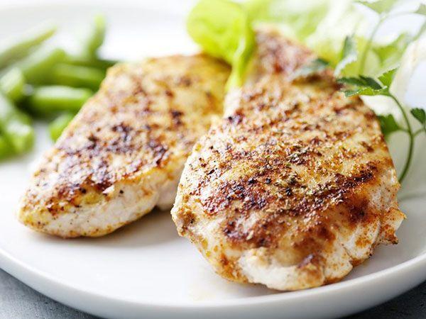 Калорийность блюд имеет значение. Самые калорийные продукты предпочтительно есть в обед. У организма будут силы и время переработать эти калории.