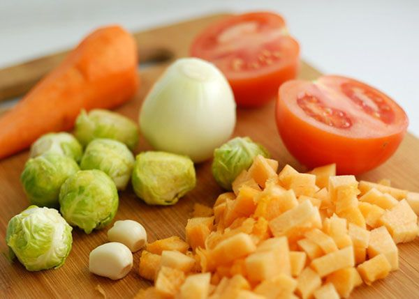 Ужин должен быть сытным, но не очень калорийным. Отличный вариант это овощи. Возможен также белковый ужин.
