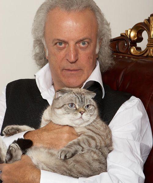 Поэт Илья Резник: «Несколько лет назад друзья подарили мне шотландскую вислоухую кошечку Лялю. Как только я ее увидел - влюбился сразу и понял: вот что такое любовь с первого взгляда!»