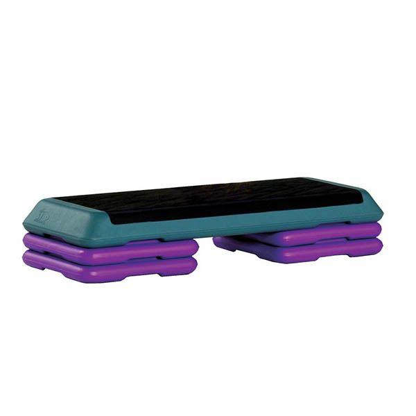 Степ-платформу можно использовать для степ-аэробики и для силовых упражнений. Высоту можно настраивать. С аэробикой все ясно, а еще с ее помощью отжиматься, делать растяжку и качать пресс.