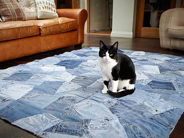 Хорошая идея сшить лоскутной ковёр и постелить на пол в любой комнате. А можно такое изделие взять с собой летом на пикник или на пляж!