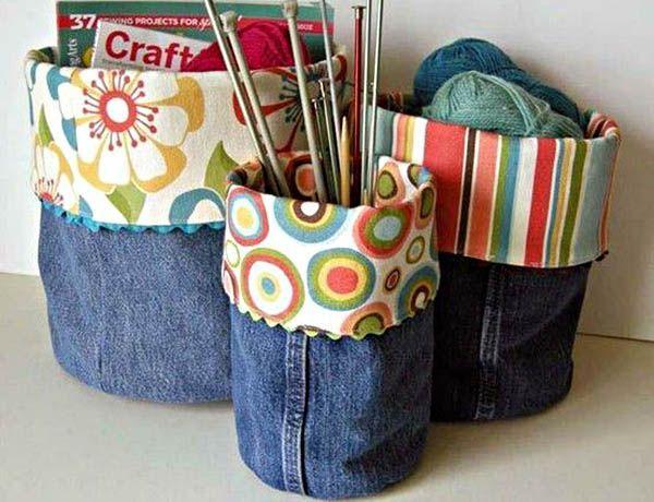 Вязальщицам,  вышивальщицам и всем, кто любит хенд мейд, должны понравиться вот такие веселые и удобные корзинки для пряжи, спиц и мулине.