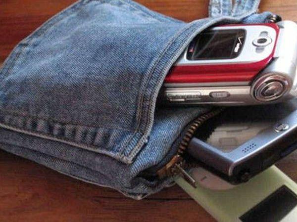 Как по мне, идея просто супер! Приспособить джинсовый карман в качестве чехла для телефона. А можно даже для нескольких!