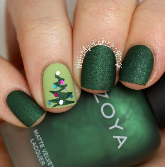 Зимний маникюр с елочками