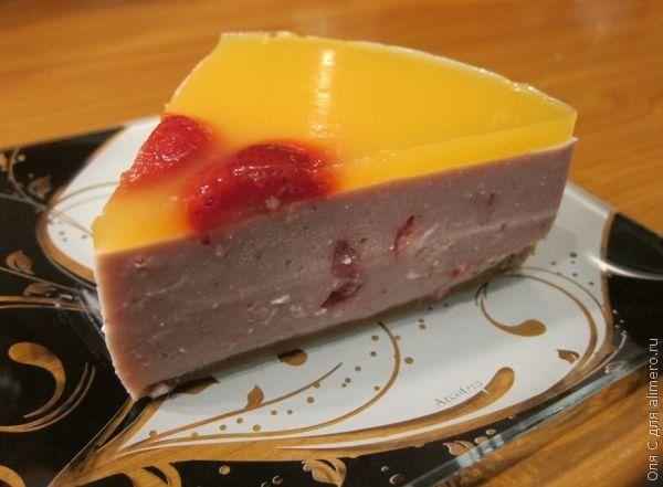 торт из печенья и творога и клубники без выпечки фото рецепт