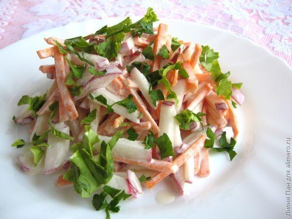 Салат с редисом и морковью