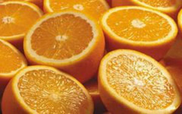 Апельсиновый фреш по утрам вызывает неправильную работу кишечника и провоцирует гастриты. Если же вы не чувствуете изжоги, то можете принимать апельсиновый сок, но с осторожностью. Не увлекайтесь!
