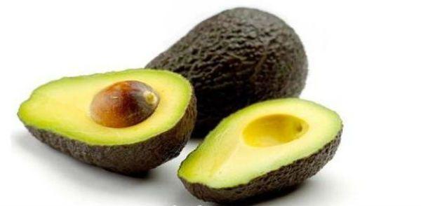 Авокадо - лучшее средство от морщин. В нем содержится огромное количество витамина Е, который помогает коже оставаться увлажненной и упругой. Так же, авокадо помогает выводить токсины из организма.